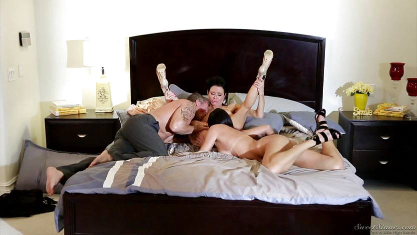 Cock ramming two hot brunettes Veronica Avluv and India Summers