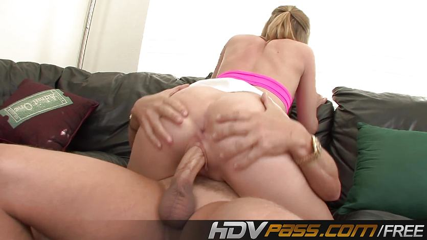 Babe Chastity Lynn stuffs her mouth with hard cock