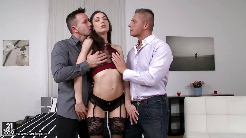 Arwen Gold getting pounded in her ass and pussy