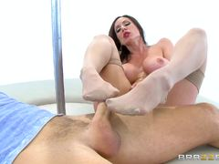 Voluptuous Kendra Lust having her MILF muff banged
