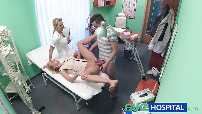 Horny couple enjoy clinic fuck