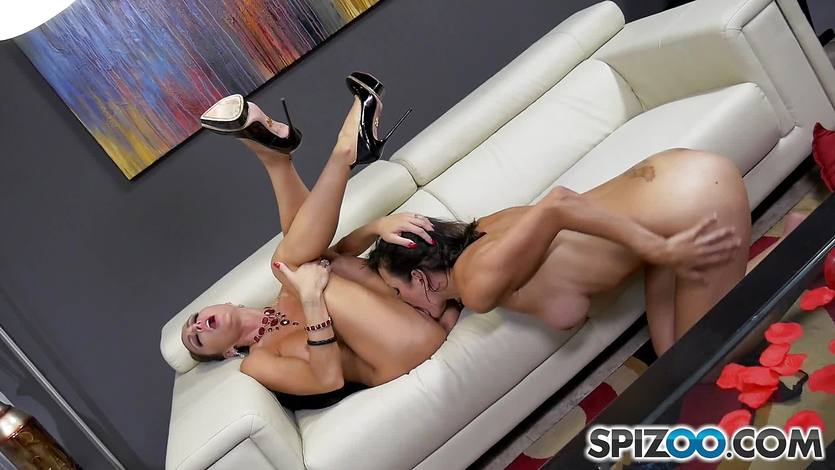 Pussy licking lesbians Jessica Jaymes and Shay sights getting their tongues dirty