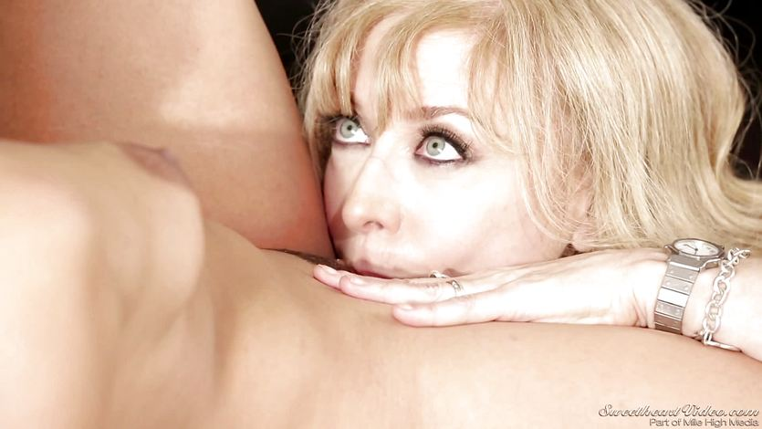 Sexy mature babe Nina Hartley teaches Sara Luvv a lesson