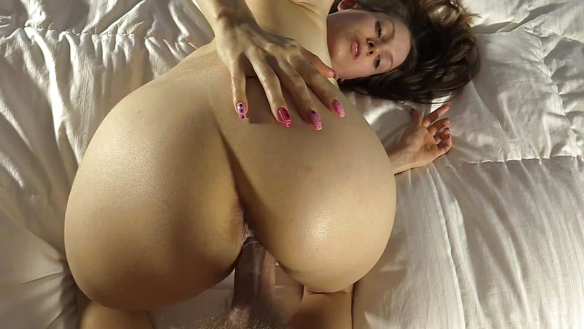 Seductive Lelu Love gets her pussy nailed