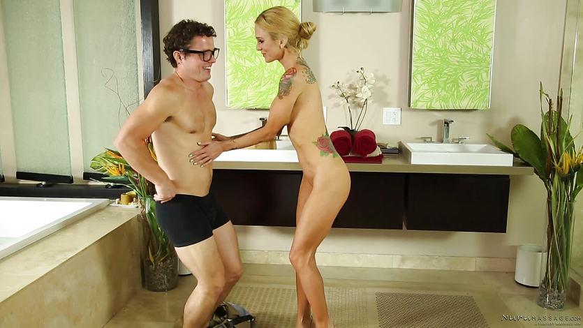 Sarah Jessie gives virgin geek a nuru massage