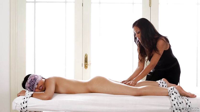 Layla Sin relieves Cindy Starfall of her fears