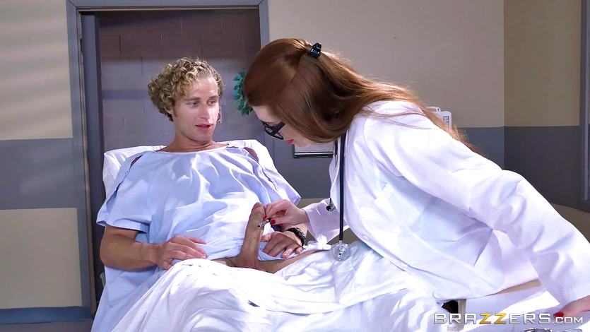 Dick loving doctor Veronica Vain fucking her sexy patient