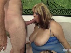 Chubby Buxom Bella wraps her lips round this hard cock