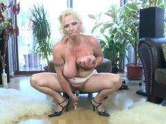 Super Hot Mature Mom with Perfect tits voayercams.com