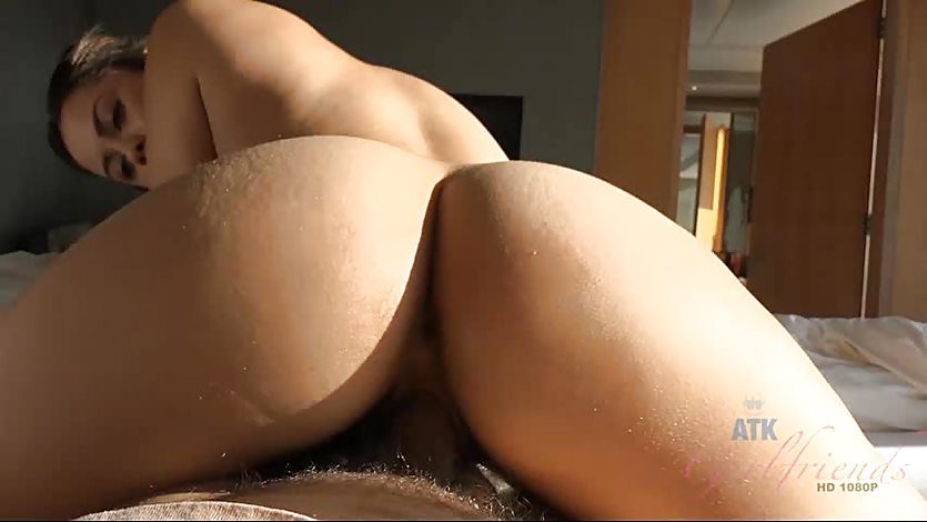 Sensual Blair Summers gets her pussy nailed