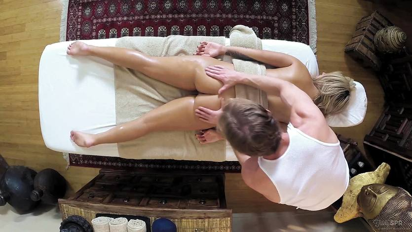 Cute Madelyn Monroe drilled during her massage