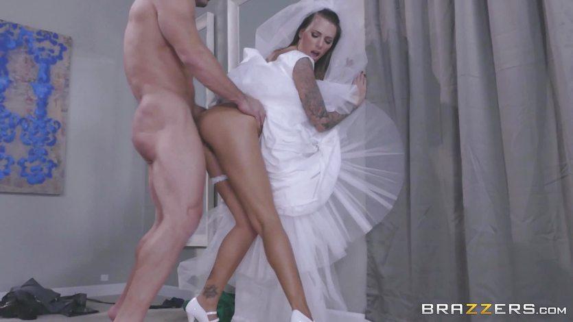 Sexy bride Juelz Ventura fucks for her dress