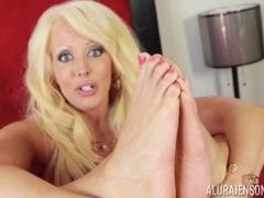 Sexy feet of horny Alura Jenson