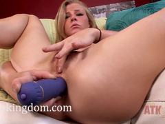 Nicole Clitman fucks her pussy and plays with her butt