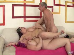 BBW Eliza Allure fucks in threesome