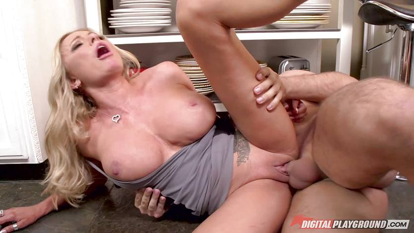 Minge of beautiful Briana Banks rammed balls deep in the kitchen