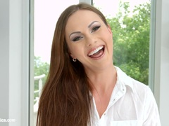 Kinky brunette Tina Kay