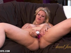 Sensual Zoey Tyler toys her pussy