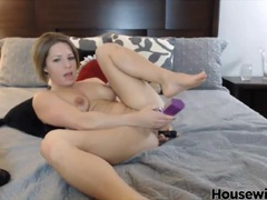 Petite Carmen with sexy hair does double penetration