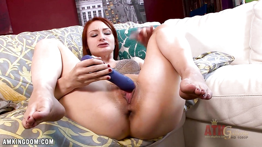 Violet Monroe masturbating