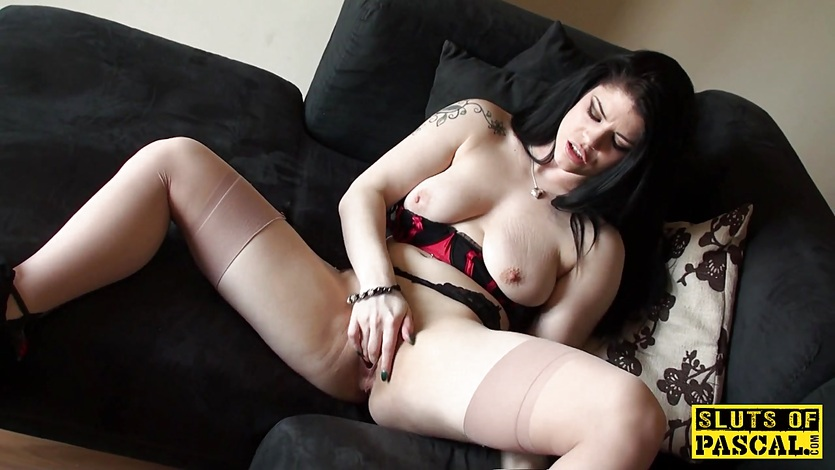 Solo uk slut rubbing her clit until climax