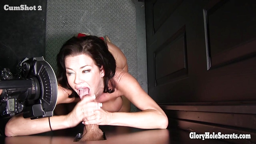 Veronica Avluv glorhole action