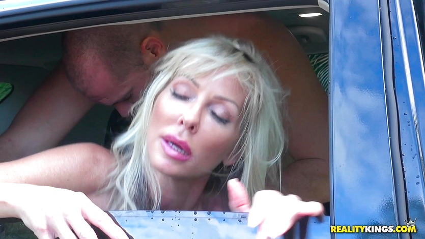 MILF Tylo Duran sucks the hard cock of Sean