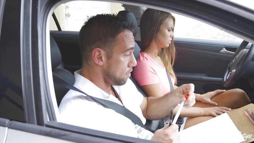 Jill Kassidy gets fucked deep by her driving instructor