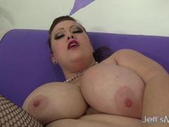 Plumper Bunny De La Cruz masturbating