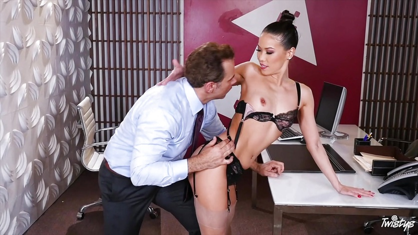 Sexy boss Kalina Ryu gets fucked across her desk
