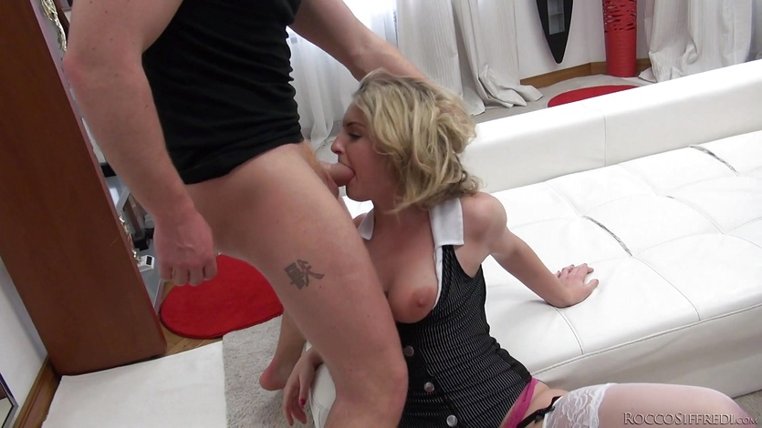 Dick craving girls Mona Kim and Jemma Valentine