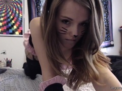 Cosplaying Camgirl Enjoys Her Fingers