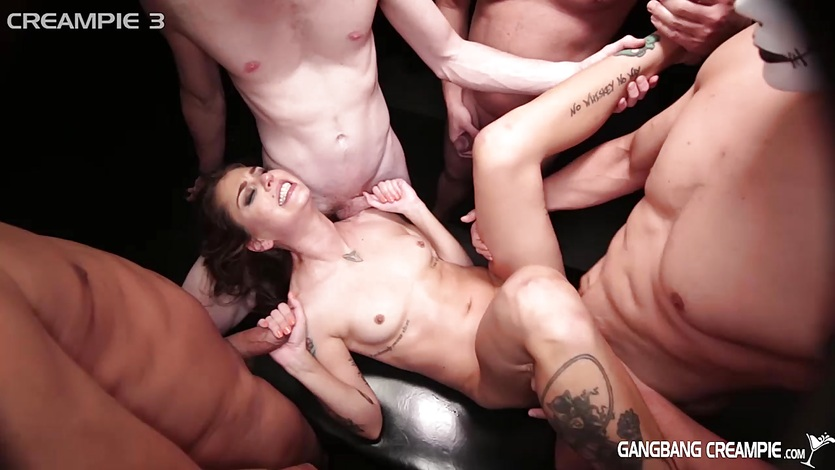 Super hottie gets fucked by 5 guys