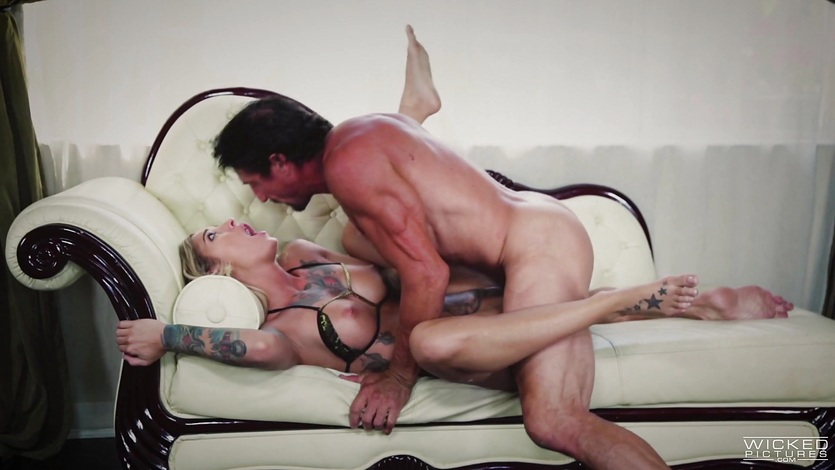 Tattooed babe Kleio Valentien rides a meaty length