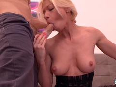LA COCHONNE Double pussy stuffing with French girl