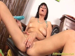 Brunette MILF pumps her pussy with her favorite toy