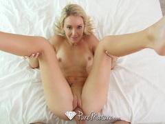 Sexy MILF Laura Bentley toys pussy in bath