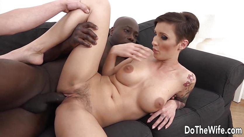 Voyer nude girl ics