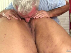 Fat ass Mia Riley massage and dildo play