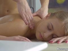Kinky Sexually electrifying massage