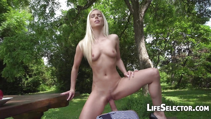 Babe Nesty Fucked in the Park