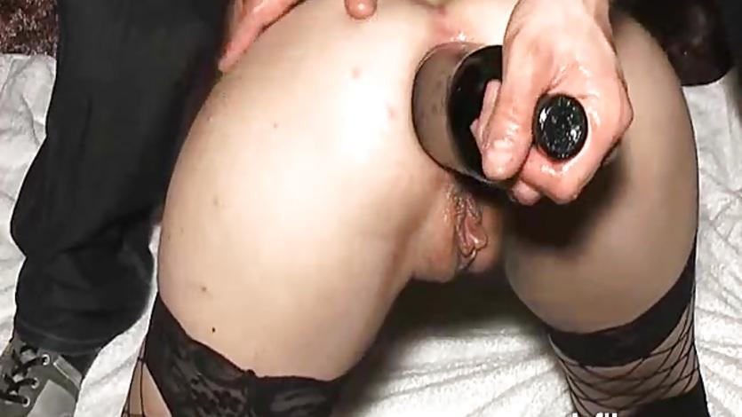 Брюнетка одевает ртом презерватив видео смотреть онлайн залезла