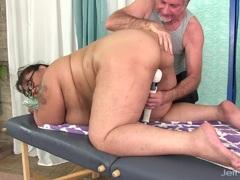 Hot asian BBW Miss Lingling gets a sex massage