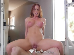 Hot mature Sabrina Cyns after workout fuck