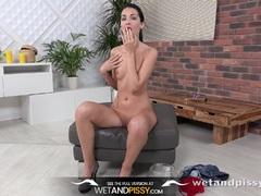 Hot Sexy girl peeing