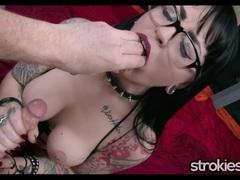Sexy Draven Starr Gothic Handjob