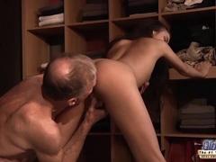 Sexy Teen Fucked Old man cock seduced him swallowed his cum