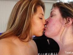 Hot Brunette hottie gets her hairy pussy eaten