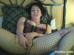 Sexy MILF Annie Likes Whips