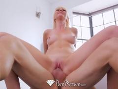 Blonde MILF Marie Mc Cray fucked in the bath